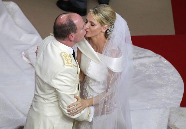 Boda Real en Mónaco: El beso del príncipe Alberto y Charlene