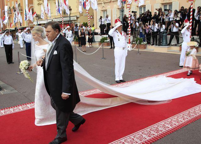 Boda Real en Mónaco: La cola del vestido de Charlene