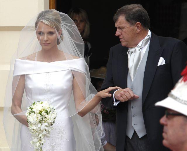 Boda Real en Mónaco: Charlene, de la mano de su padre
