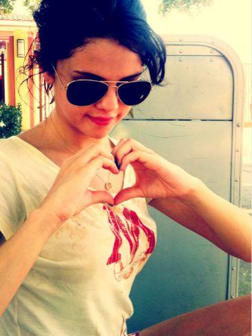 Foto: Selena Gómez, la novia de Justin Bieber, pide ayuda para la ...