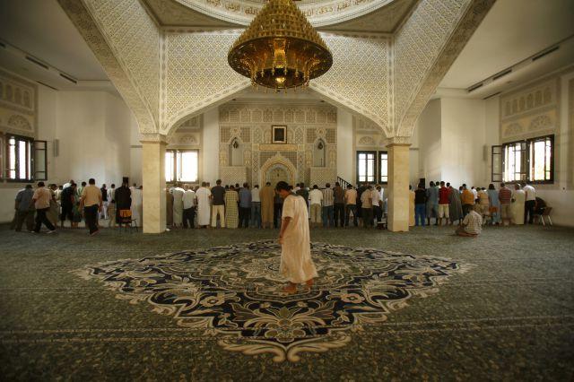 Que Es Una Mezquita Pinterest: Una Mezquita De Fuengirola Durante El Ramadán