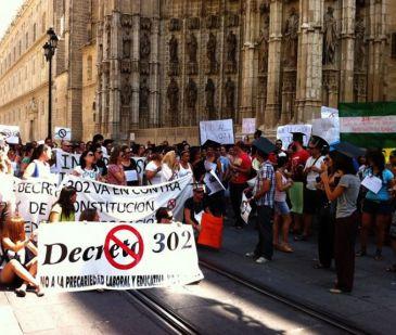 Interinos cumplen este miércoles un mes encerrados en la Catedral de Sevilla sin conseguir la derogación del decreto 302