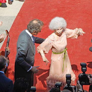 Boda de la Duquesa de Alba y Alfonso Díez, en directo: Sevilla asiste al 'sí, quiero'