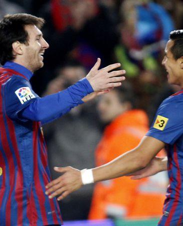 Alexis Sánchez espabila al Barcelona, que golea al Rayo (4-0)