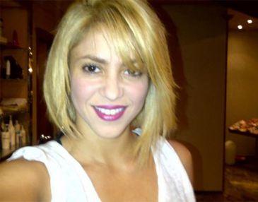 Shakira cambia de 'look' y lo publica en Twitter: adiós a la melena