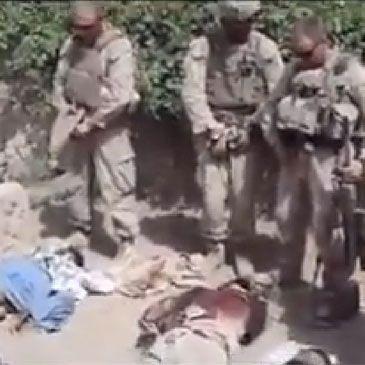 Identifican a los marines que orinaron sobre los cadáveres de talibanes en Afganistán