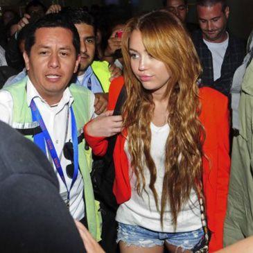 ven a Miley Cyrus en una tienda especializada en marihuana