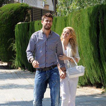 Shakira y Pique celebran su doble cumpleaños en la pista de karts con Puyol y Fábregas