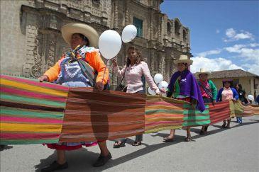 Perú busca erradicar el analfabetismo femenino y luchar contra la violencia sexual