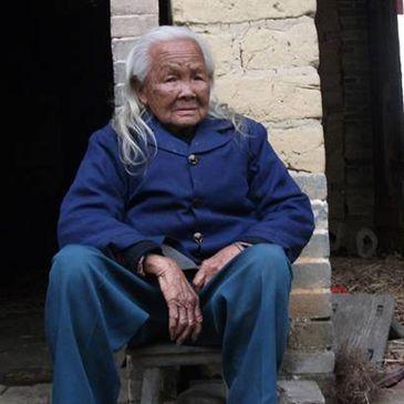 ¿Abuela Zombi? 'Resucita' de la muerte, aterroriza a su familia y se pone a cocinar porque tenía hambre