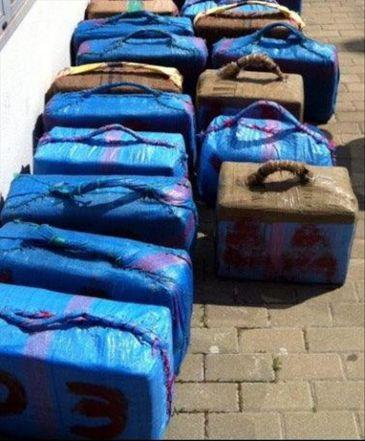 Incautadas dos toneladas de hachís entre las costas de Granada y Málaga