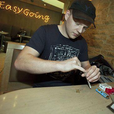 Los 'coffee shops' en Holanda sólo venderán a holandeses, no a turistas
