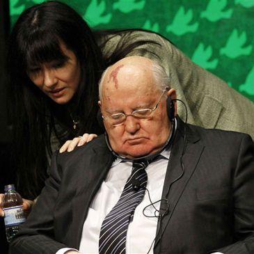 Mijail Gorbachov se duerme en al cumbre de Premios Nobel de la Paz Gorvachoc-normal-365xXx80