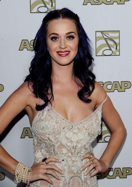 Katy Perry ha lucido un espectacular escote en el que se veía un ...
