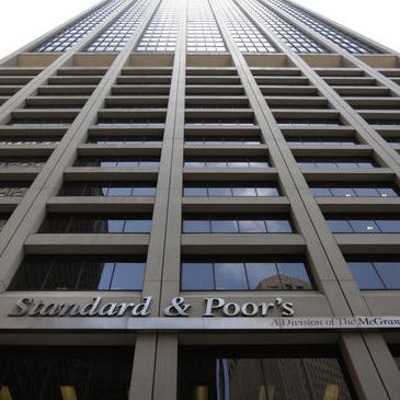 Standard and Poor's rebaja la calificaci�n de 11 entidades financieras espa�olas