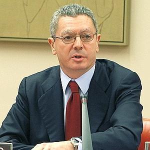 """Gallardón dice que la Iglesia debe tener un """"tratamiento fiscal deferenciado"""" por la realización de acciones sociales"""