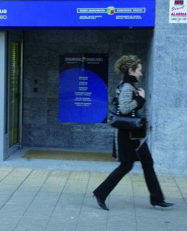 Lanbide abre dos oficinas en miribilla y txurdinaga qu for Oficinas lanbide