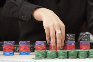 El póker cobra auge entre los jóvenes que llenan los torneos de los casinos
