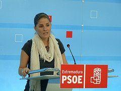"""El PSOE extremeño pide la """"dimisión"""" de la consejera de Educación ante el """"caos"""" en el transporte escolar"""