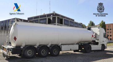 Sucesos-Intervenido un camión cisterna de gasóleo fraudulento cuando rellenaba los depósitos de una gasolinera de Burgos
