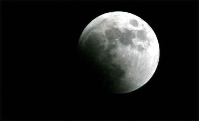 El agua de la Luna es la misma que la de la Tierra