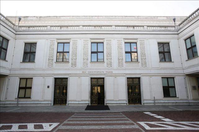 Vista de la fachada del sejm sede del parlamento polaco for Sede del parlamento