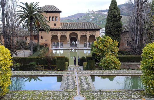 Imagen de uno de los patios de la alhambra de granada efe for Patios de granada