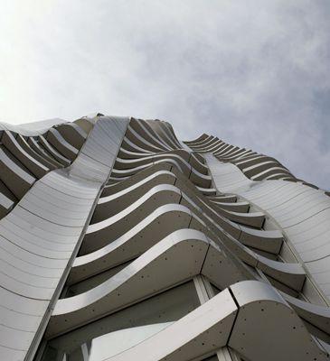Se cae de un vigésimo piso en un rascacielos de Rusia y sobrevive