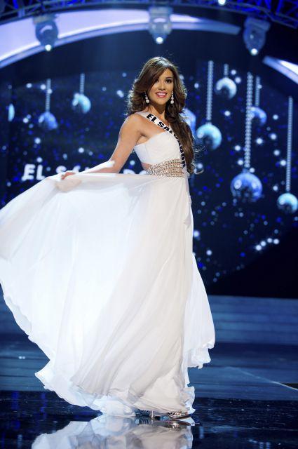Miss Universo 2012 Miss El Salvador, muy guapa con vestido de noche