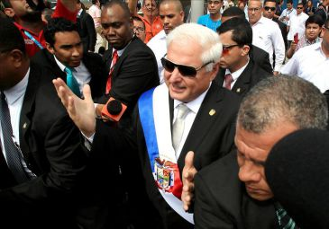 Martinelli pide en acto masivo evangélico disculpas si ha ofendido a alguien