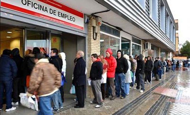 Casi espa oles han emigrado por la crisis desde for Oficina adecco madrid