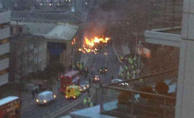Foto de la zona en la que se ha estrellado el helicóptero, en el centro de Londres. Foto. Usuarios de Twitter que tomaron la imagen en la zona.