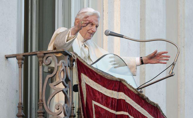 La despedida del Papa Benedicto XVI: sus últimas palabras, su último tuit y su vuelo a Castel Gandolfo