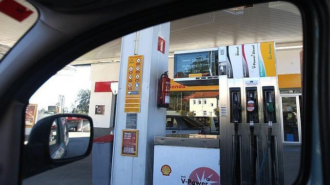 Se olvida a su mujer en una gasolinera y conduce 100 kilómetros sin darse cuenta
