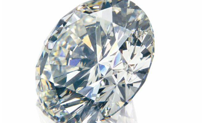 Se traga un diamante al beber una copa de champán en un club de Tampa