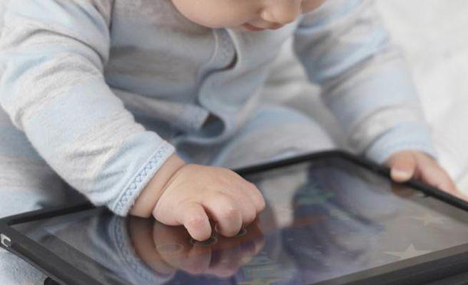 Ingresan a una niña de cuatro años en el hospital por su adicción al iPad
