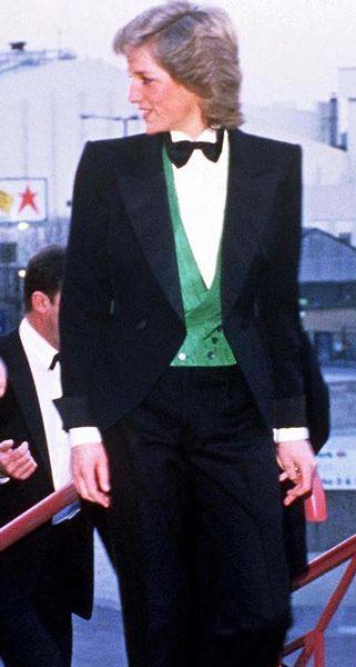 La fiesta gay clandestina de Lady Di vestida de hombre con Freddy Mercury