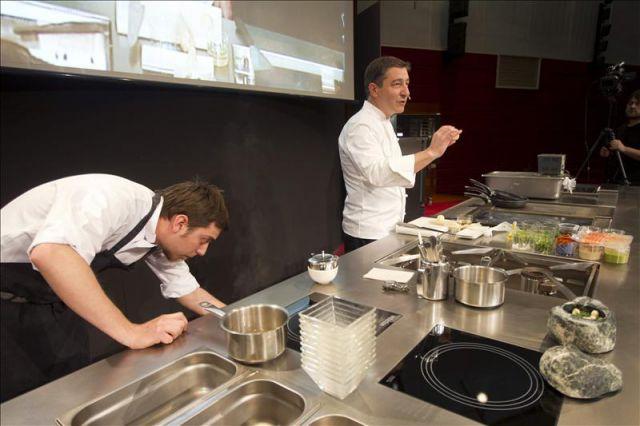 El cocinero catal n joan roca d en el xviii congreso for Que es cocina de autor