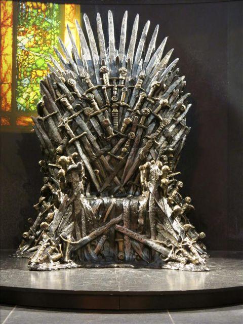 R plica del trono de hierro que se puede ver en la - Trono de hierro ...