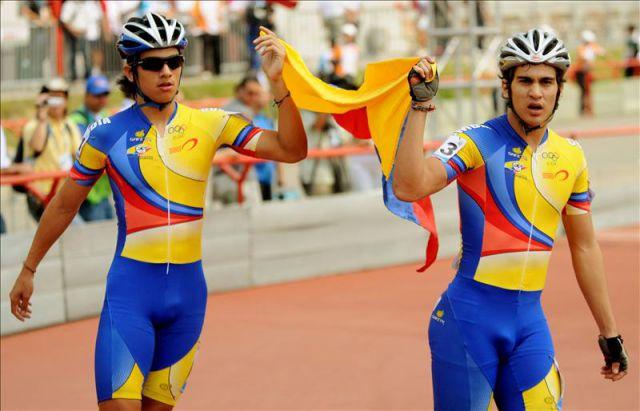 El patinador colombiano Andrés Felipe Muñoz (d) y su compatriota Pedro Causil (i). EFE/Archivo