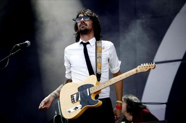el cantante y guitarra del grupo granadino lori meyers