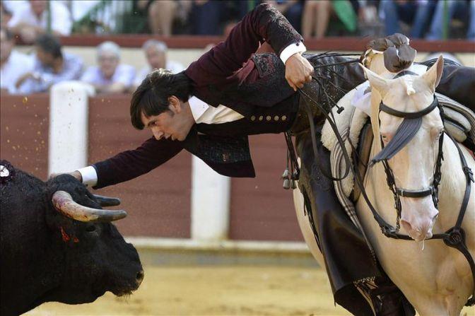 El rejoneador Diego Ventura gana la partida a Ponce y Perera en Valladolid