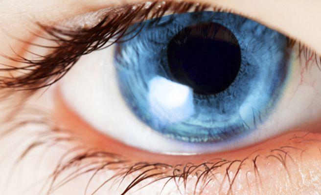La causa de las ojeras azules