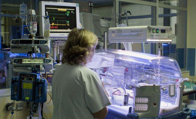 Una bebé resucita 12 horas después de ser dada por muerta