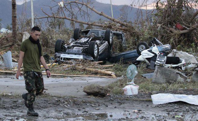 Tifón 'Yolanda' en Filipinas: Al menos 10.000 muertos solo en una provincia
