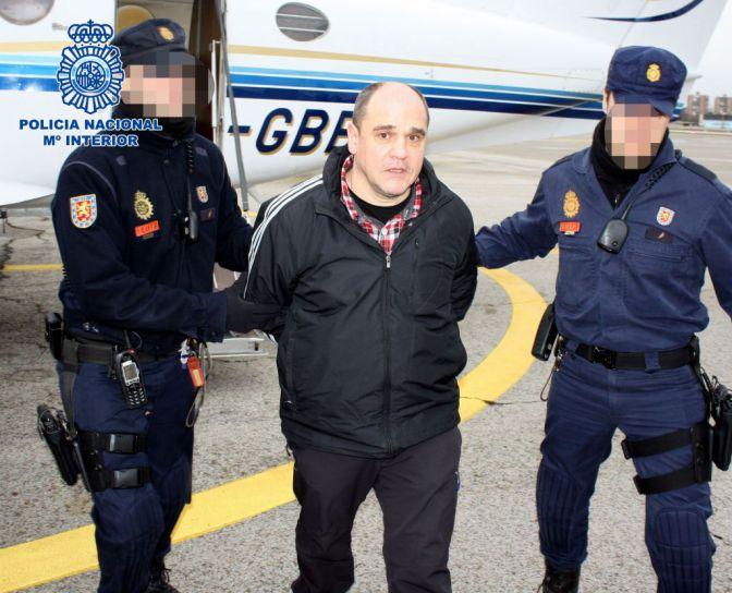 La polic a traslada desde francia a los etarras abaunza for Oficina policia nacional