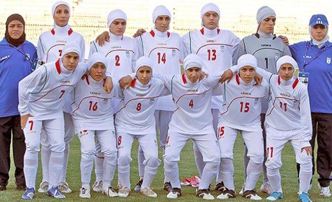 Expulsan a cuatro mujeres de la selección femenina de Irán por ser hombres