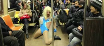 La falsa Lady Gaga a ritmo de 'Born This way' da el cante en Nueva York