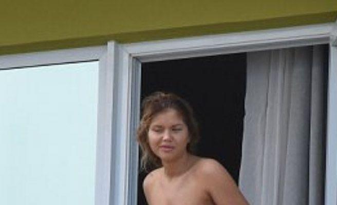 Joven regordeta y desnuda