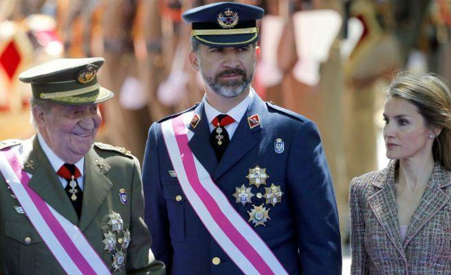 ===Así es mi Rey...=== - Página 2 Felipe_juancarlos_letizia_n-672xXx80